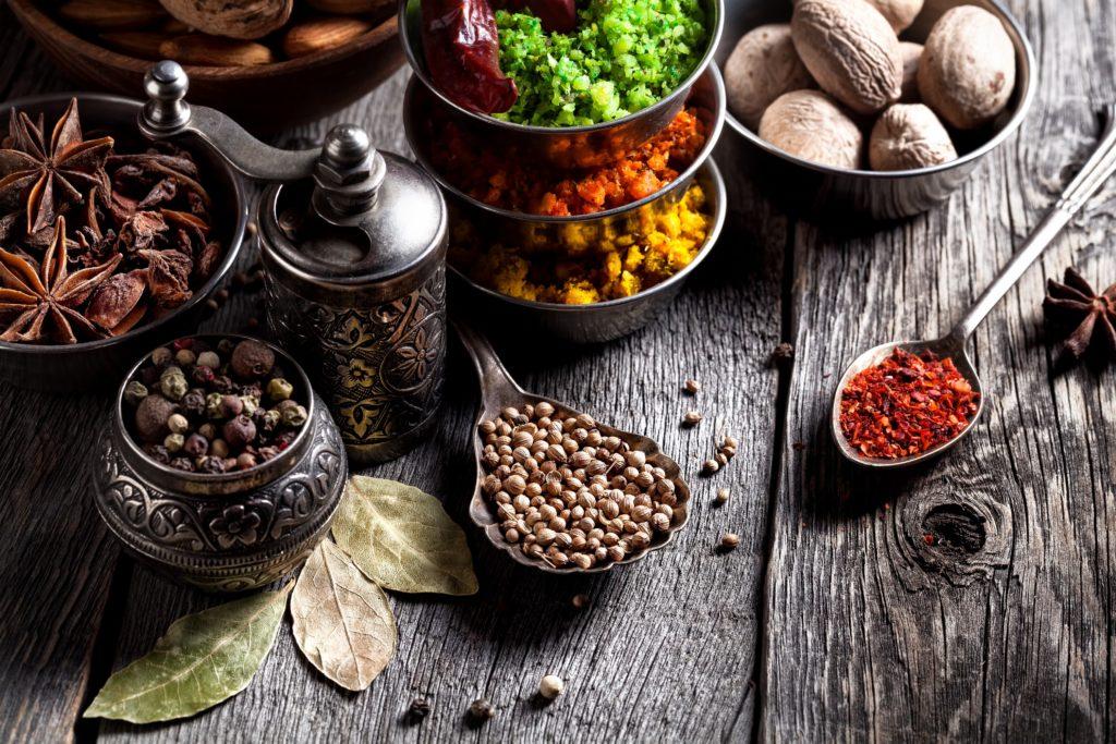 Ayurveda erfreut sich in westlichen Ländern vor allem zu Wellness-Zwecken wachsender Beliebtheit. Doch die alte indische Heilkunst kann mehr. Mit ayurvedischen Heilpflanzen lassen sich zahlreiche Krankheiten behandeln. (Bild: byheaven/fotolia.com)
