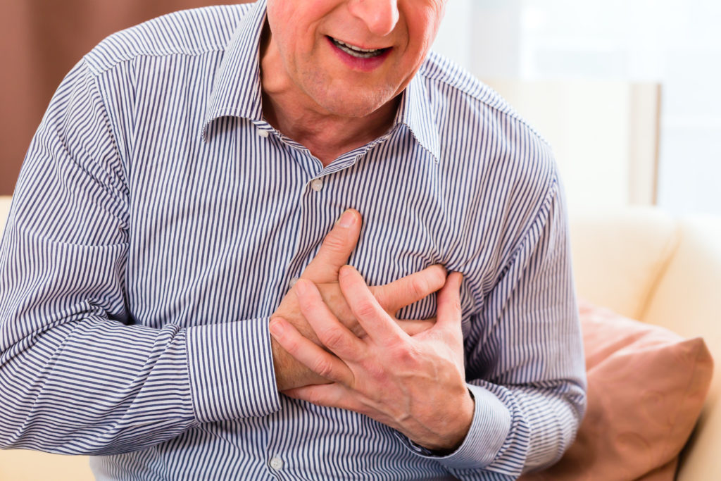 Herzinfarkte gefährden das Leben von vielen Menschen weltweit. Ein simpler Bluttest könnte in Zukunft dabei helfen, das Risiko für Herzinfarkte über Jahre genau zu bestimmen. (Bild: Kzenon/fotolia.com)