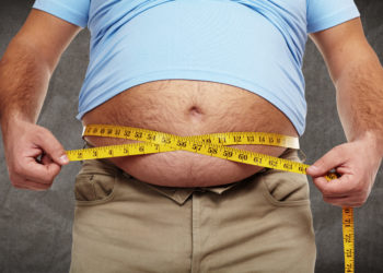 Fettleibigkeit ist schlecht für unsere Gesundheit. Wenn Männer allerdings zum Zeitpunkt der Zeugung ihres Kindes fettleibig sind, steigt dadurch die Wahrscheinlichkeit das Töchter Brustkrebs entwickeln. (Bild: Kurhan/fotolia.com)