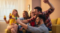 Millionen Fans verfolgen derzeit die Fußball-EM in Frankreich. Bei spannenden Spielen rast schon mal das Herz. Gesundheitsexperten geben Tipps, worauf besonders Herzkranke achten sollten. (Bild: bernardbodo/fotolia.com)