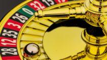 Glücksspielsucht wird für immer mehr Deutsche zum Problem. Rund eine halbe Million Bundesbürger sollen betroffen sein. Experten raten Betroffenem, sich frühzeitig Hilfe zu suchen. (Bild: Gina Sanders/fotolia.com)