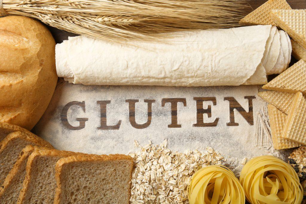 Menschen, die an Zöliakie leiden, müssen dauerhaft auf glutenhaltige Lebensmittel verzichten, um Krankheitssymptome zu vermeiden. Bei der Küchenhygiene müssen sie besonders vorsichtig sein. (Bild: Africa Studio/fotolia/com)