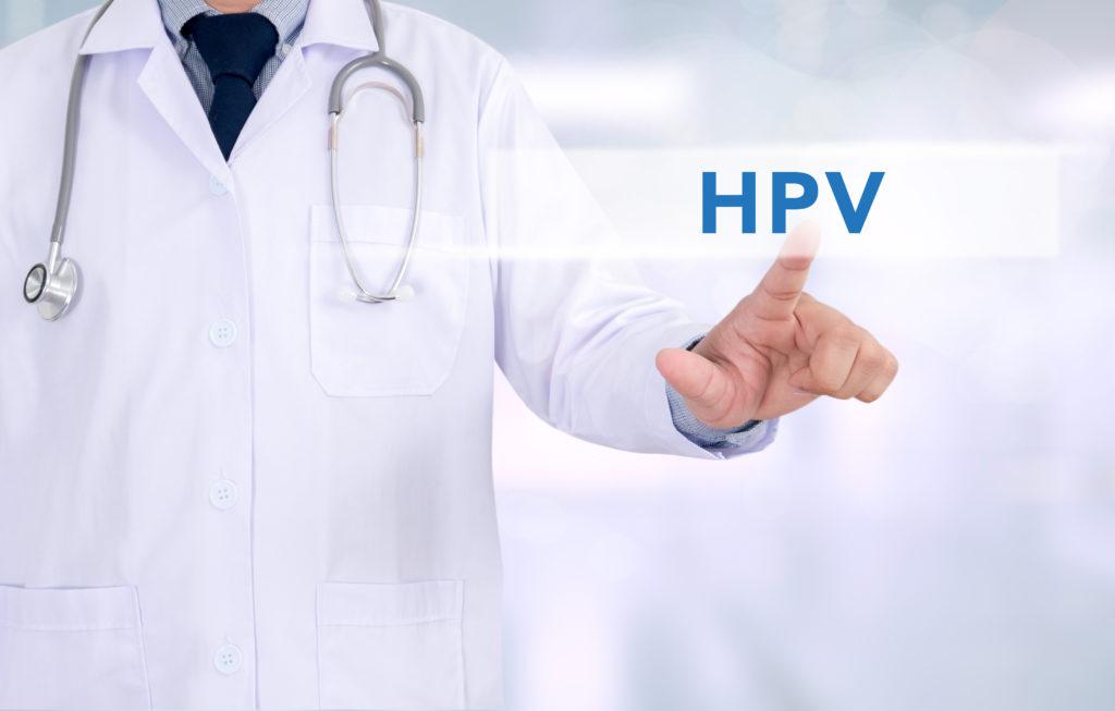 Die meist beim Sex übertragenen Humanen Papillomviren können unter anderem Gebärmutterhalskrebs verursachen. Die HPV-Impfung ist aber nicht nur für Mädchen sinnvoll. Auch Jungen können davon profitieren. (Bild: adiruch na chiangmai/fotolia.com)