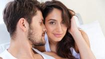 Viele Paare versuchen verzweifelt ihr Liebesleben zu verbessern. Es gibt anscheinend einen einfachen Trick der den meisten Paaren helfen wird das Problem zu bewältigen. Teilen Sie sich einfach die gesammte Hausarbeit und entlasten Sie Ihren Partner. (Bild: vadymvdrobot/fotolia.com)