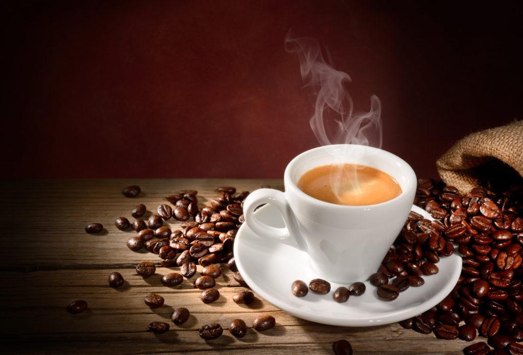 Kaffee ist bei vielen Menschen vor allem als Mittel gegen Müdigkeit beliebt. Doch die wachmachende Wirkung hält nicht ewig, wie Forscher nun feststellten. (Bild: fabiomax/fotolia.com)