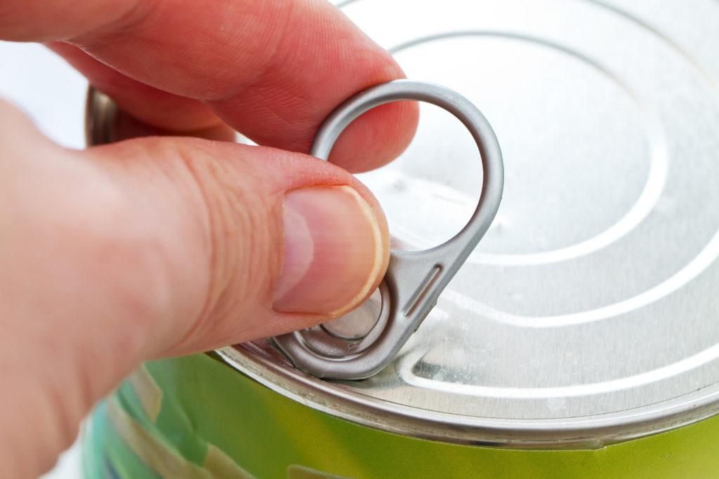 Essen aus Konserven ist meist schnell und unkomplizert zubereitet. Der Nachteil dabei ist aber, dass die Industriechemikalie Bisphenol A aus der Verpackung in unseren Körper übergeht. (Bild: Jürgen Fälchle/fotolia.com)
