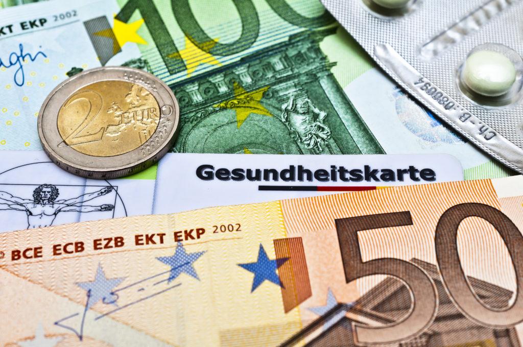 Die schwarz-rote Bundesregierung will die Versicherten entlasten und unterstützt die Krankenkassen mit 1,5 Milliarden Euro. Dafür sollen erstmals die Reserven des Gesundheitsfonds angezapft werden. (Bild: dessauer/fotolia.com)