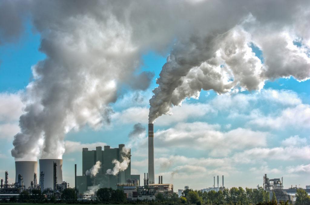 Die Verunreinigung unserer Luft nimmt immer weiter zu. Negative Folgen für unsere Gesundheit sind somit unvermeidbar. Forscher stellten jetzt fest, dass die steigende Luftverschmutzung unser Risiko für Schlaganfälle deutlich erhöht. (Bild: Ralf Geithe/fotolia.com)