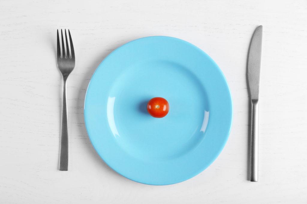 Beim Thema Mangelernährung denken viele zunächst an arme Entwicklungsländer in Afrika. Doch auch hierzulande ist das Problem verbreitet. Rund 1,5 Millionen erwachsene Deutsche sind mangelernährt. (Bild: Africa Studio/fotolia.com)