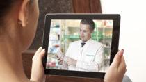 Einer aktuellen Umfrage zufolge hat ein Viertel der Deutschen schon einmal Medikamente im Internet bestellt. In manchen Online-Apotheken können sich Kunden live beraten lassen. (Bild: Andrey Burmakin/fotolia.com)