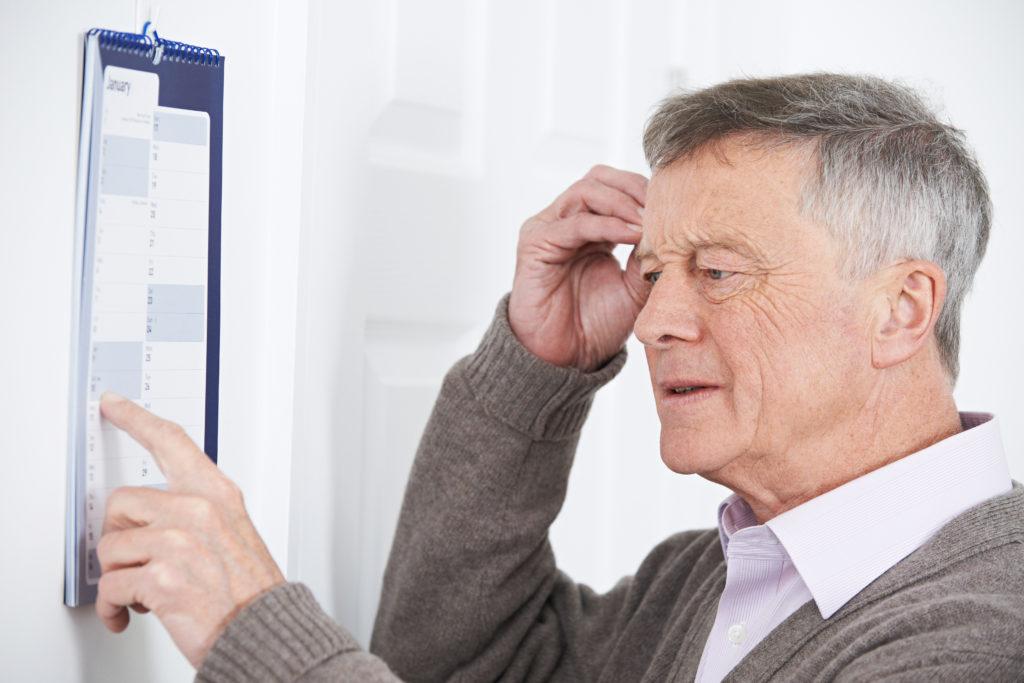 Forscher entdeckten, dass ein Medikament Menschen dabei helfen kann, ihr Gedächtnis zu verbessern. Dies könnte vielleicht in Zukunft älteren Menschen und Patienten mit Demenz helfen, sich wieder besser zu erinnern. (Bild: highwaystarz/fotolia.com)