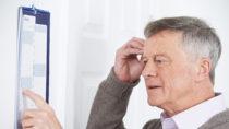 Forscher entdeckten jetzt ein Medikament, dass Menschen dabei helfen kann ihr Gedächtnis zu verbessern. Dies könnte vielleicht in Zukunft älteren Menschen und Patienten mit Demenz helfen, sich wieder besser erinnern zu können. (Bild: highwaystarz/fotolia.com)