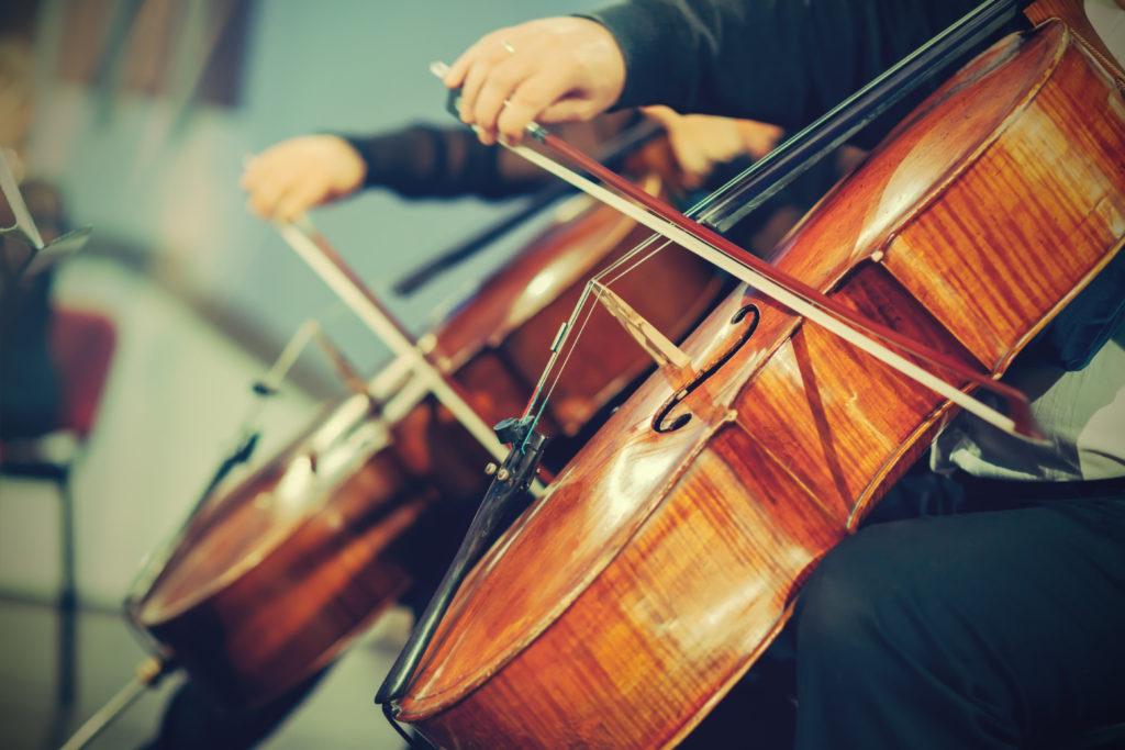 Musik ist dafür bekannt, unsere Stimmungslage ändern zu können, aber wirkt sich Musik auch direkt auf unseren Körper aus? Forscher entdeckten jetzt, dass bestimmte Arten von Musik sogar unseren Blutdruck und unsere Herfrequenz beeinflussen können. (Bild: DeshaCAM/fotolia.com)