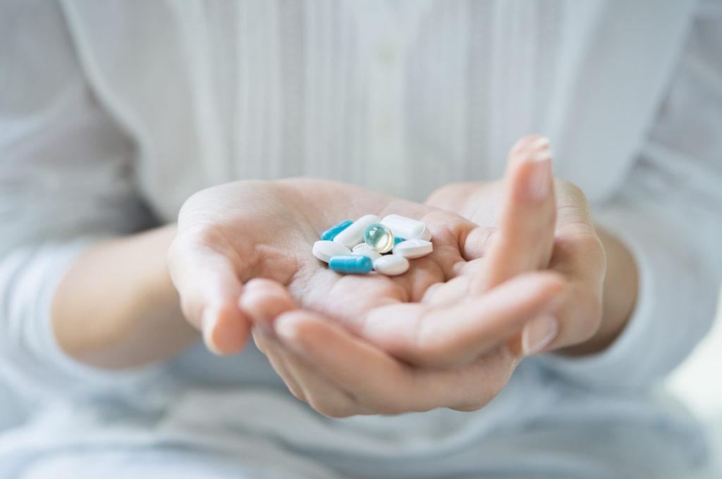 Der Missbrauch von Schmerzmitteln bringt große Gefahren mit sich. Gerade bei sogenannten Opioid-Schmerzmitteln besteht die Gefahr der Sucht und des Todes durch eine Überdosierung. (Bild: Rido/fotolia.com)
