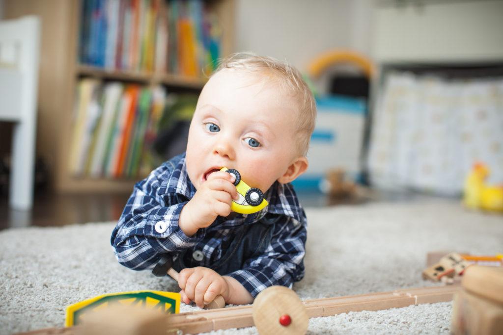 Manche Viren können stundenlang auf Plastikspielzeug überleben. Dieses wird dadurch zum Infektionsrisiko für Kinder. (Bild: Kristin Gründler/fotolia.com)