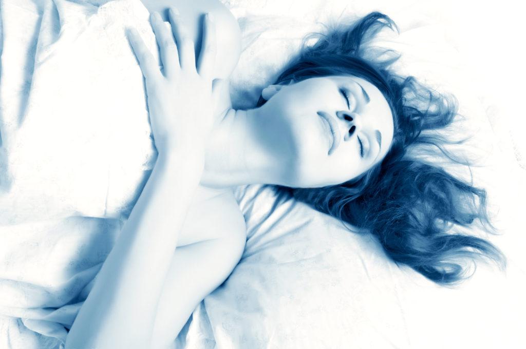 Orgasmen im Schlaf kommen wesentlich häufiger vor als angenommen. Um in den Genuss zu kommen, sollte man sich vor dem Schlafengehen erotischen Gedanken widmen. (Bild: mashe/fotolia.com)