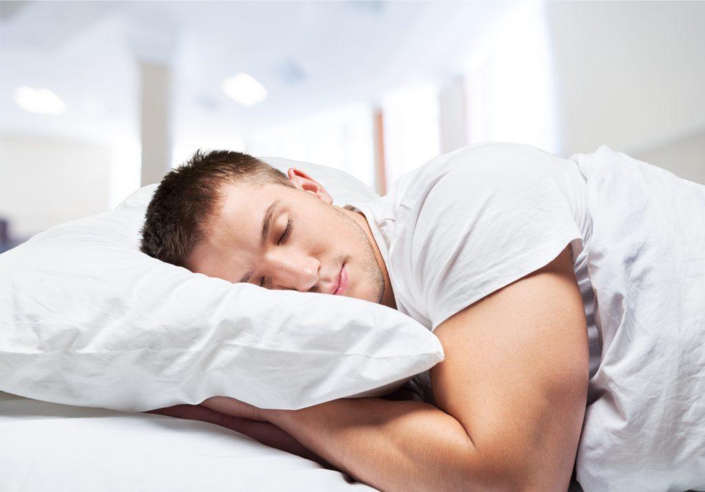 Schlaf ist wichtig für unsere Gesundheit. Allerdings scheinen Männer ein erhöhtes Risiko für Diabetes zu entwickeln, wenn sie zu viel schlafen. (Bild: BillionPhotos.com/fotolia.com)