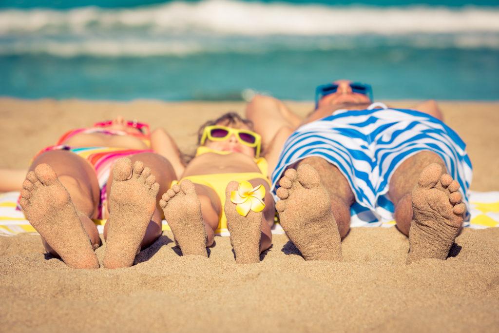 Angesichts der gestiegenen UV-Einstrahlung warnen Gesundheitsexperten vor intensivem Sonnenbaden. Eine hohe UV-Belastung ist ein wesentlicher Risikofaktor für die Entstehung von Hautkrebs. (BIld: Sunny studio/fotolia.com)