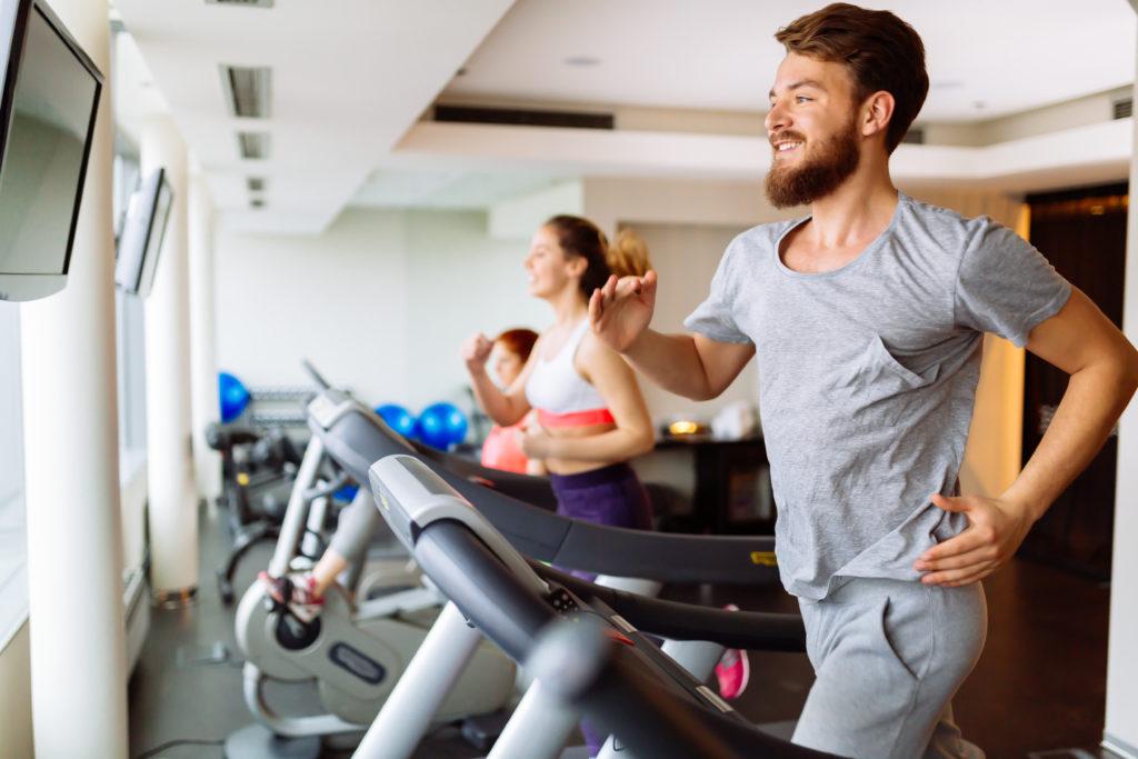Sport tut gut und hält unseren Körper fit. Allerdings scheint nicht nur unser Körper von Sport zu profitieren. Auch die Gedächtnisleistung unseres Gehirns kann durch intensive sportliche Übungen verbessert werden. (Bild: nd3000/fotolia.com)