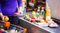Ein kleiner Junge der mit seinem Vater beim Einkauf war, ist in einem Hamburger Supermarkt plötzlich leblos zusammengebrochen. Nach Aussage des Vaters hatte der Vierjährige zuvor an der Kasse einen Stromschlag erlitten. (Bild: Andrey Bandurenko/fotolia.com)