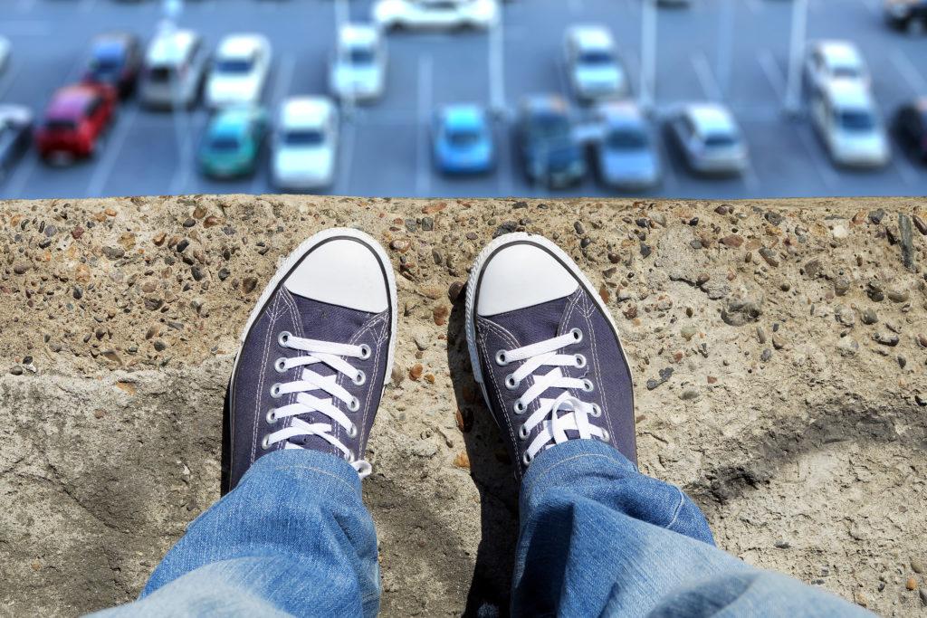 Immer mehr Jugendliche auf der Welt leiden unter den Auswirkungen von Mobbing oder Cyber-Mobbing. Sowohl Opfer aber erstaunlicherweise auch Täter haben eine erhöhte Wahrscheinlichkeit Selbstmord zu begehen. (Bild: Sabphoto/fotolia.com)