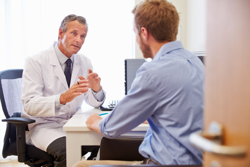 Eine US-Umfrage zeigt: Männer scheuen oft einen Besuch beim Arzt, weil sie Angst vor der Diagnose haben. (Bild: Monkey Business/fotolia.com)