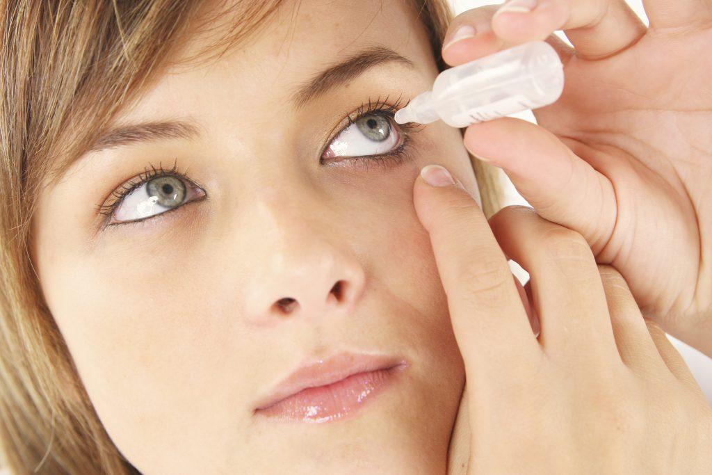 Der Augenarzt wird Augentropfen zum Selbstauftragen verschreiben. Bild: alco81 - fotolia