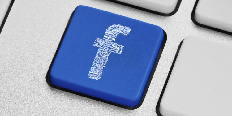 Eine blaue f-Taste auf einer Tastatur