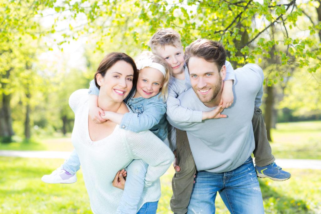Die Familie hilft vielen Berufstätigen beim Abbau von Stress und  fördert dadurch die Gesundheit. (Bild: drubig-photo/fotolia.com)
