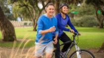 Es gibt viele Gründe, warum Sport beim Abnehmen hilft. Bewegung eignet sich z.B. gut zum Abbau von Stress und beugt dadurch Heißhungerattacken vor. (Bild: elnariz/fotolia.com)