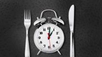 """Der ideale Essensrhythmus kann von Mensch zu Mensch ganz unterschiedlich sein. Der Grund hierfür ist unsere """"innere Uhr"""". (Bild: BillionPhotos.com/fotolia.com)"""