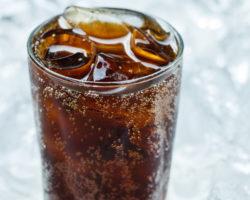 Bild von Cola vor Eis.
