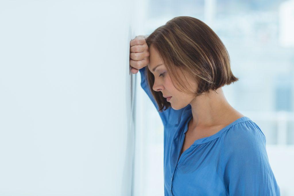 Menschen mit Ängsten und Depressionen suchen oft die Hilfe von Spezialisten. Mediziner fanden jetzt heraus, dass schon Gespräche mit nicht fachmedizinisch ausgebildeten Personen helfen, die Symptome zu vermindern. (Bild: WavebreakMediaMicro/fotolia.com)
