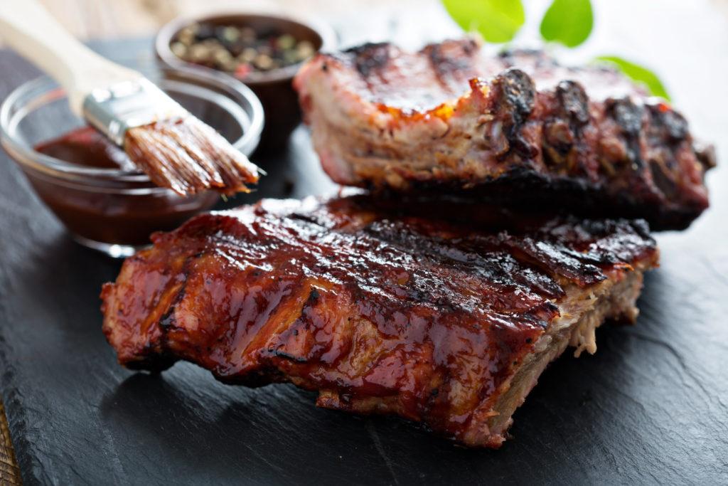 Gesättigte Fettsäuren sind ungesund und gefährden unsere Lebenserwartung. Eine Ernährungsumstellung könnte somit vielen Menschen dabei helfen, ihr Leben länger zu genießen. (Bild: fahrwasser/fotolia.com)