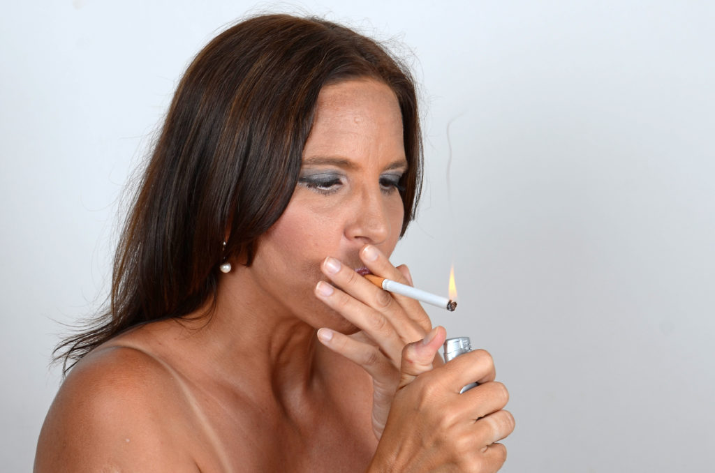 Wenn Frauen Zigaretten rauchen, erhöhen sie dadurch ihr Risiko für Schlaganfälle und Gehirnblutungen. Also wieder ein Grund mehr mit dem Rauchen aufzuhören! (Bild: photo 5000/fotolia.com)