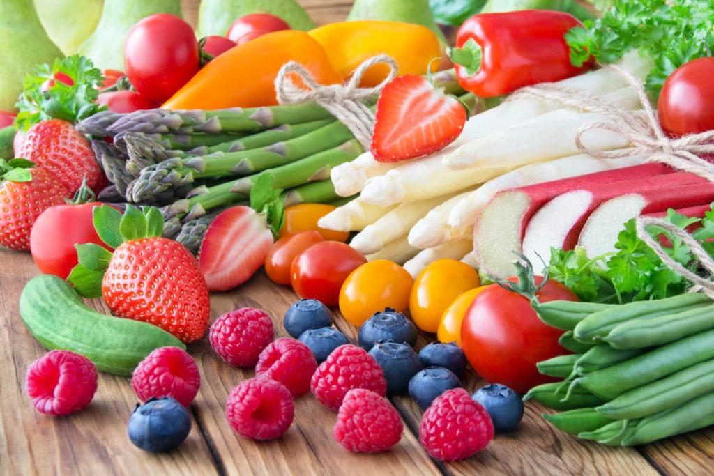 Obst und Gemüse schmecken gut und sind gesund. Forscher fanden jetzt heraus, dass Obst und Gemüse sogar unser Wohlbefinden und unsere innere Zufriedenheit erhöhen können. (Bild: PhotoSG/fotolia.com)