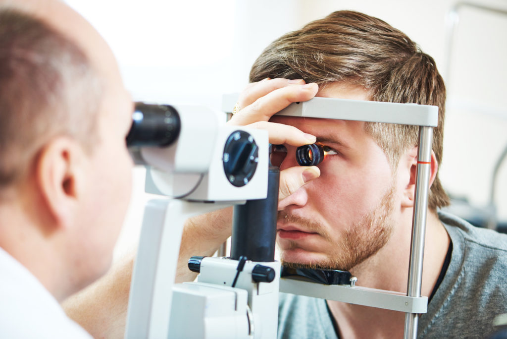 Bei einem Glaukom lässt die Sehkraft infolge von Schädigungen des Sehnervs nach. Diese galten bislang als irreversibel, aber durch Wechselstrom-Impulse lässt sich die Sehkraft zumindest teilweise wieder herstellen. (Bild: Kadmy/fotolia.com)