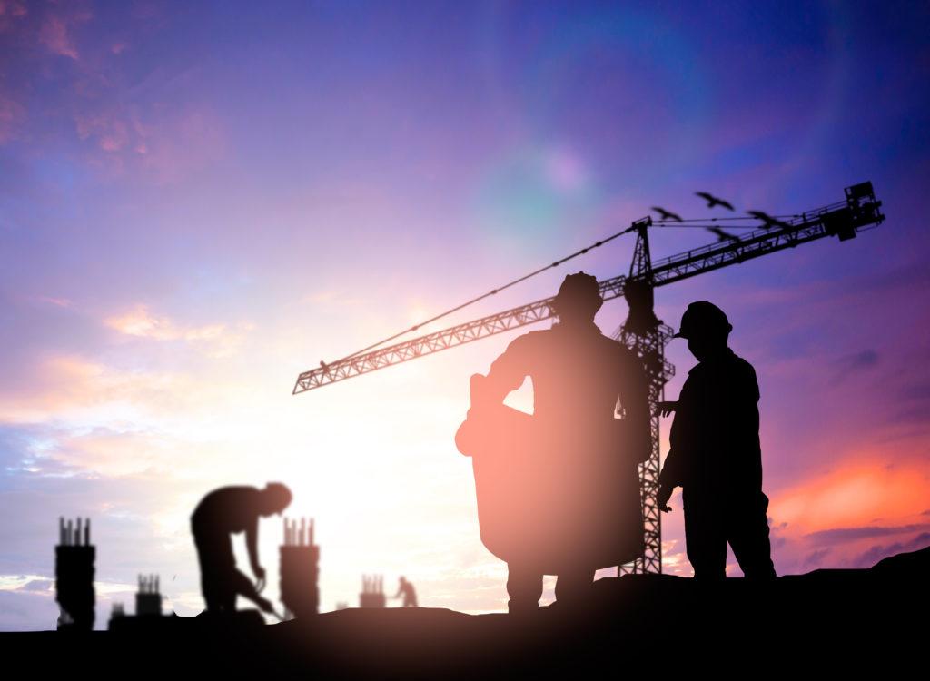 Eine neue Studie der Gesetzlichen Unfallversicherung zeigt, welche Berufsgruppen ein besonders hohes Hautkrebs-Risiko haben. Gefährdet sind insbesondere Beschäftigte, die viel draußen arbeiten. (Bild: yuttana590623/fotolia.com)