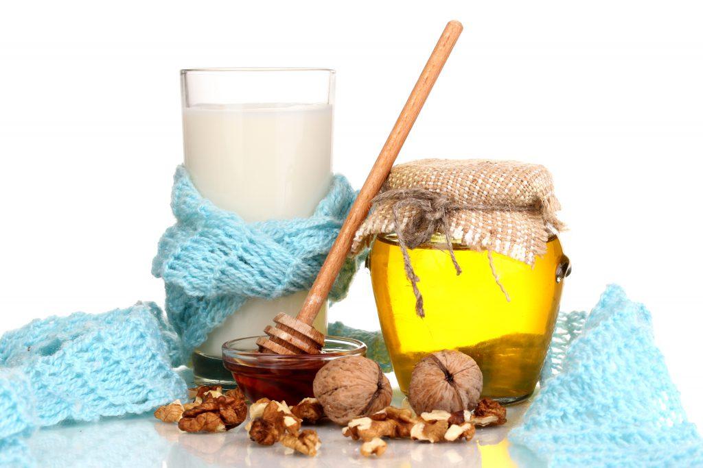 Ein Glas Milch, Honig und Walnüsse