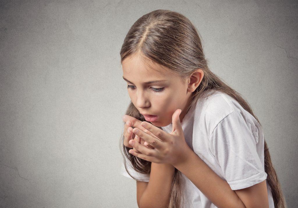 Wenn sich ein Kind nach der Einnahme von Medikamenten erbricht, soll nicht ohne weiteres eine weitere Tablette verabreicht werden. Das Mittel könnte schon wirken. (Bild: pathdoc/fotolia.com)