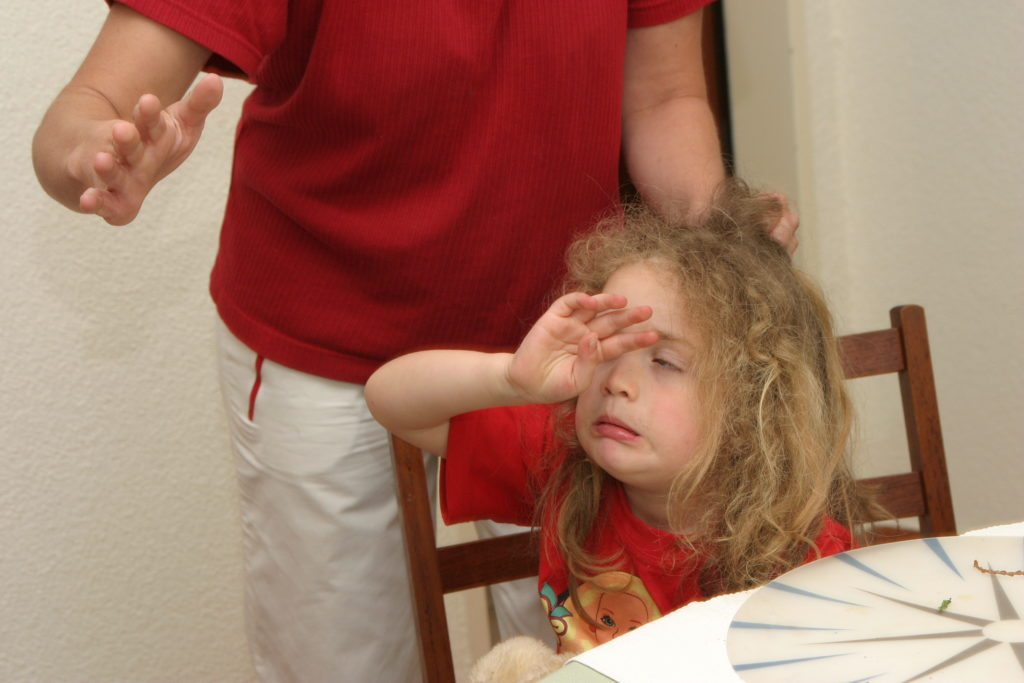 Nach Schätzungen schlagen weltweit etwa 80 Prozent der Eltern ihre Kinder. Körperliche Disziplinarmaßnahmen können schwerwiegende, langfristige Schäden hinterlassen. (Bild: Herby ( Herbert ) Me/fotolia.com)