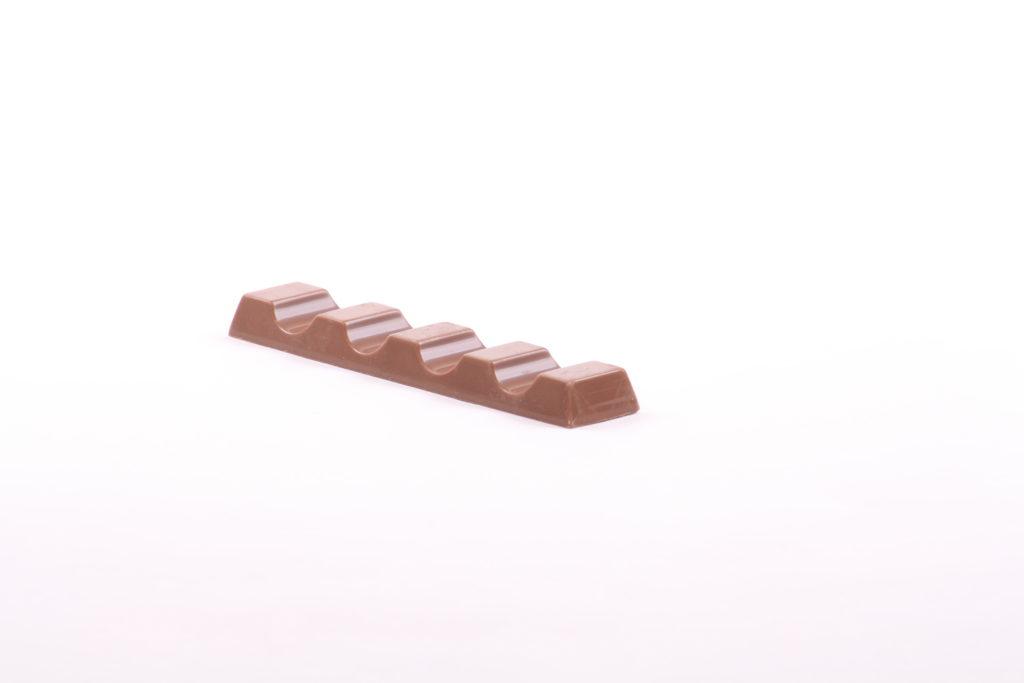 """Die Verbraucherorganisation foodwatch hat in einem Labortest gesundheitsgefährdende Mineralöle in Schokolade gefunden. Betroffen ist unter anderem Ferreros """"Kinder-Riegel"""". (Bild: ivonic/fotolia.com)"""
