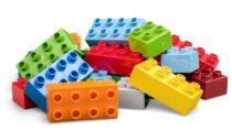 Manche Viren bleiben auf der Oberfläche von Plastikspielzeug für 24 Stunden infektiös, was ein hohes Übertragungsrisiko mit sich bringt. (Bild:  BillionPhotos.com/fotolia.com)