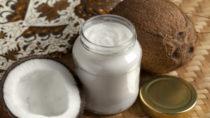 Die Drogeriekette dm hat einen Rückruf für sein Bio-Kokosöl gestartet. In einem Glas des betroffenen Produkts waren Glassplitter gefunden worden. (Bild: Picture Partners/fotolia.com)