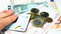 Versicherte schulden den gesetzlichen Krankenkassen in Deutschland fast 4,5 Milliarden Euro. Die Kassen fordern den Staat auf, denen zu helfen, die ihre Beiträge nicht selbst bezahlen können. (Bild: Karola Warsinsky/fotolia.com)