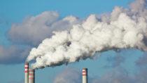 Laut einer neuen Studie sind Schadstoffe aus deutschen Kohlekraftwerken für den Tod mehrerer tausend Menschen im europäischen Ausland verantwortlich. (Bild: martin33/fotolia.com)