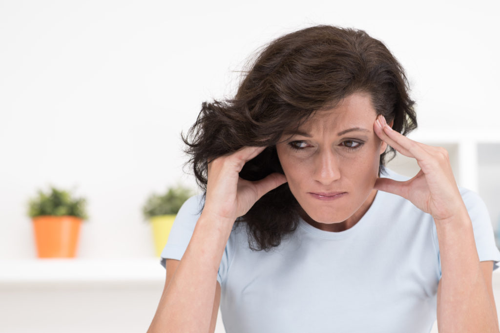 Wenn Frauen in die Menopause kommen, verlieren sie ihre Fruchtbarkeit. Viele Frauen leiden unter der Menopause, weil sie sich noch ein Kind wünschen. Forschern gelang es jetzt, durch eine Behandlung des Blutes die Menopause umzukehren. (Bild: Picture-Factory/fotolia.com)
