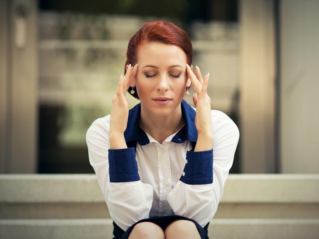 Eine Frau aus Großbritannien litt 25 Jahre lang an heftigen Migräneattacken. Dann stellte sie ihre Ernährung um. Nun sind die Schmerzen weg. (Bild: pathdoc/fotolia.com)