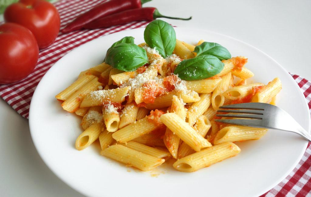 Menschen, die abnehmen wollen, verzichten oft möglichst auf Kohlenhydrate. Pasta-Gerichte kommen dann nur noch selten auf den Tisch. Doch Nudeln machen laut einer italienischen Studie gar nicht dick. (Bild: niroworld/fotolia.com)