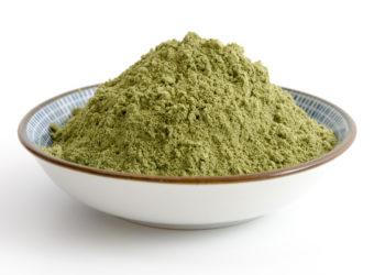 Die Hanoju Deutschland GmbH ruft verschiedene Nahrungsergänzungsmittel mit Weizengraspulver. Die betroffenen Produkte können gesundheitsgefährdende Colibakterien enthalten. (Bild: emuck/fotolia.com)